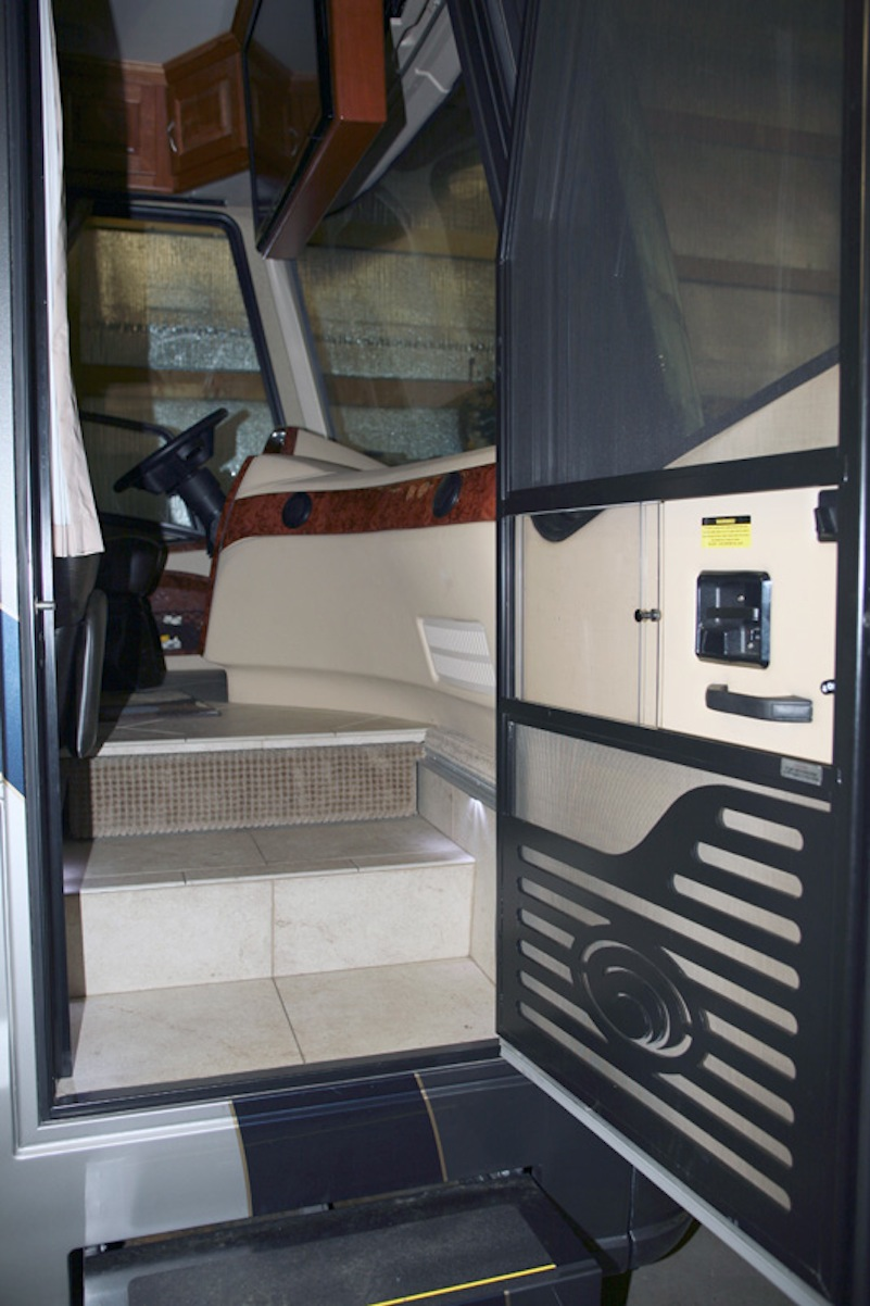 2007 Country Coach Affinity 45quad Slide