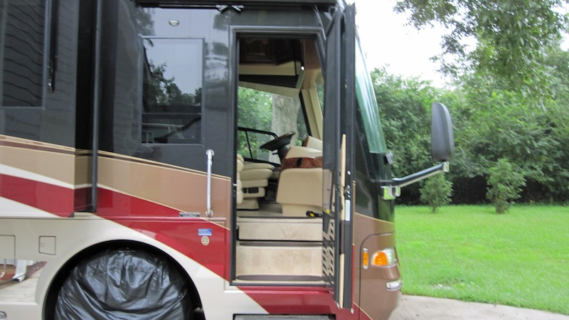 2009 Country Coach Affinity 700 45quad Slide